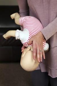 Cómo se cuida un muñeco puede predecir cómo se cuidará un bebé